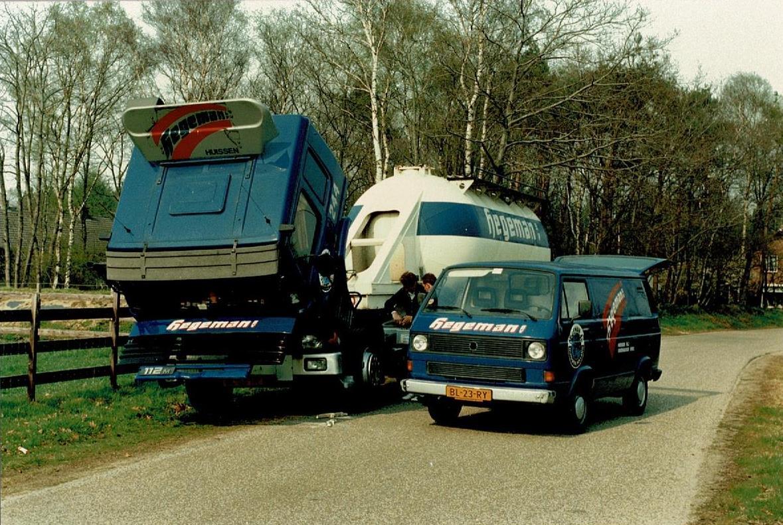 Scania-dynamo-vervangen-en-volle-accu-plaatsen-Toon-Siebenheller