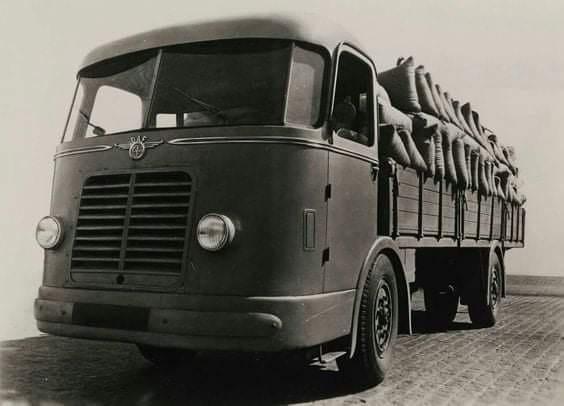 0-DAF-DT10-Prototype-met-voorwielaandrijving-en-schommelas-1943