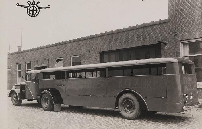 Daf-met-bus-oplegger-en-reclame-voor-koolzuur