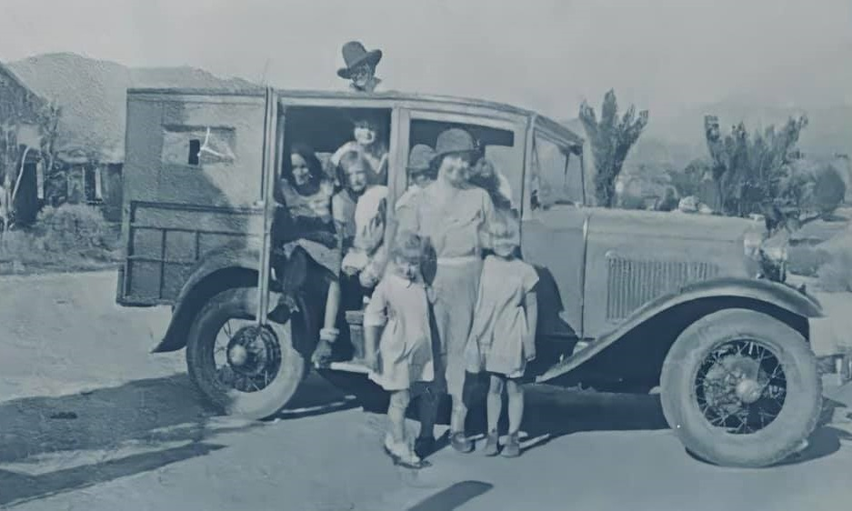 FORD-A-Woodie-Station-wagon-1929