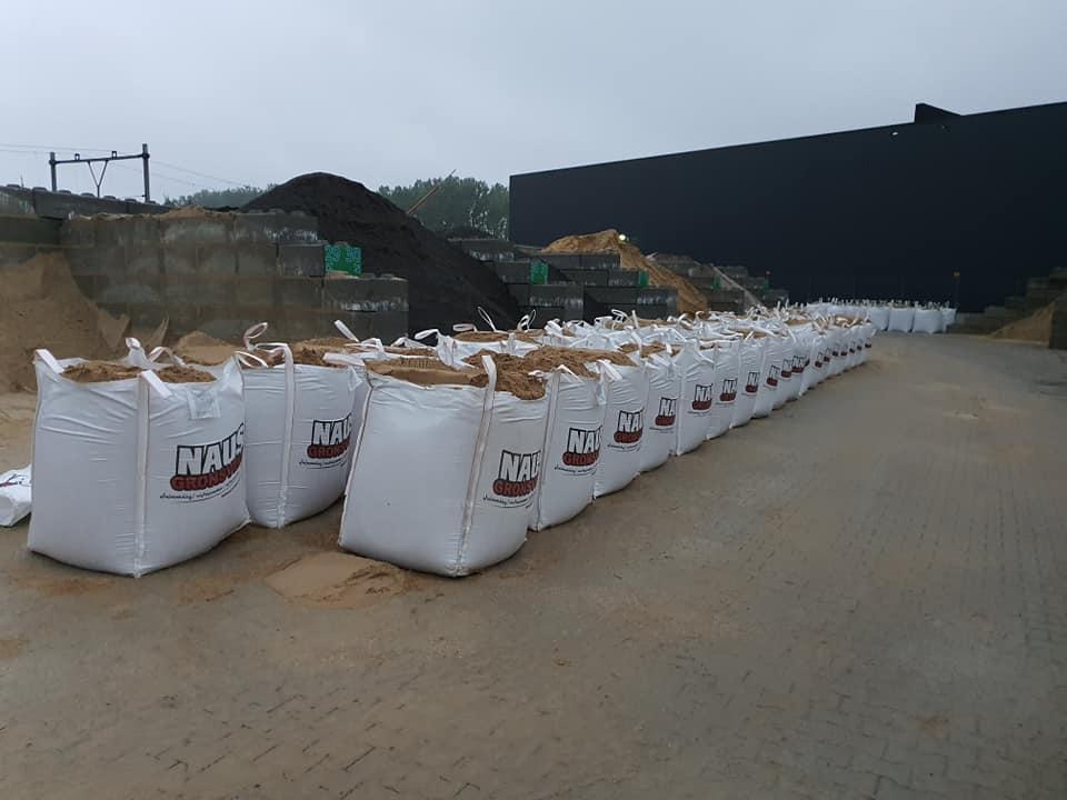 Zandzakken-vullen-voor-de-overstromingen-in-de-buurt-van-Maastricht-15-7-2021-(2)