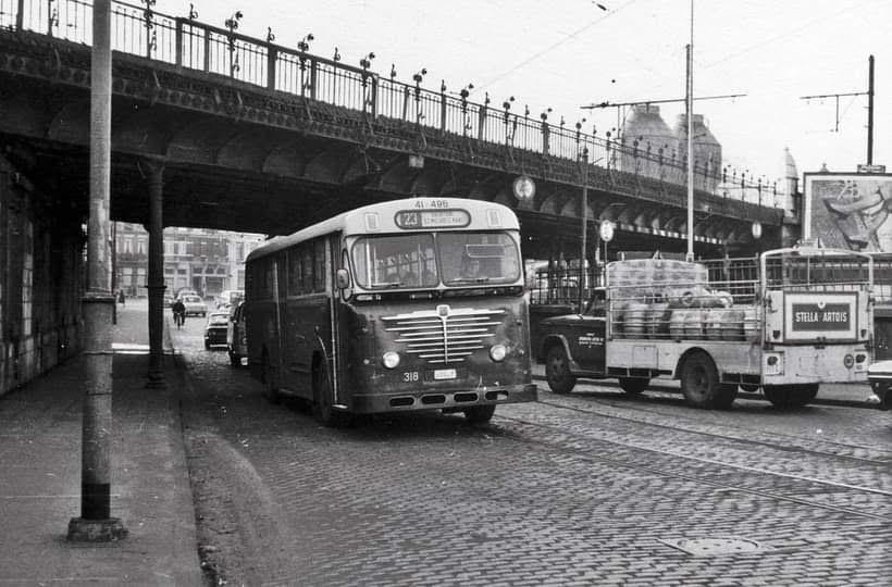 Bussing--Vanhool--en-chevrolet-in-Antwerpen