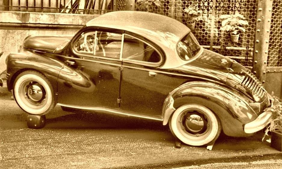 Renault-4CV-Carr-Pichon-Parat-1954--met-Izoard-deuren-(5)