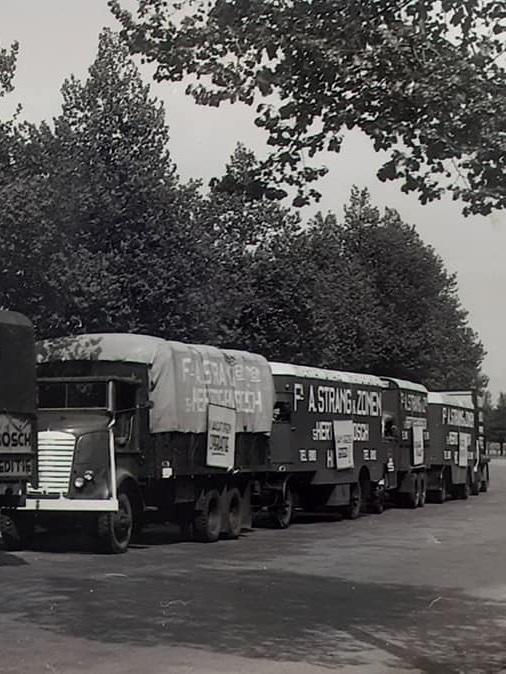 Trucks-omgebouwd-door-de-Marchalhulp-na-1945