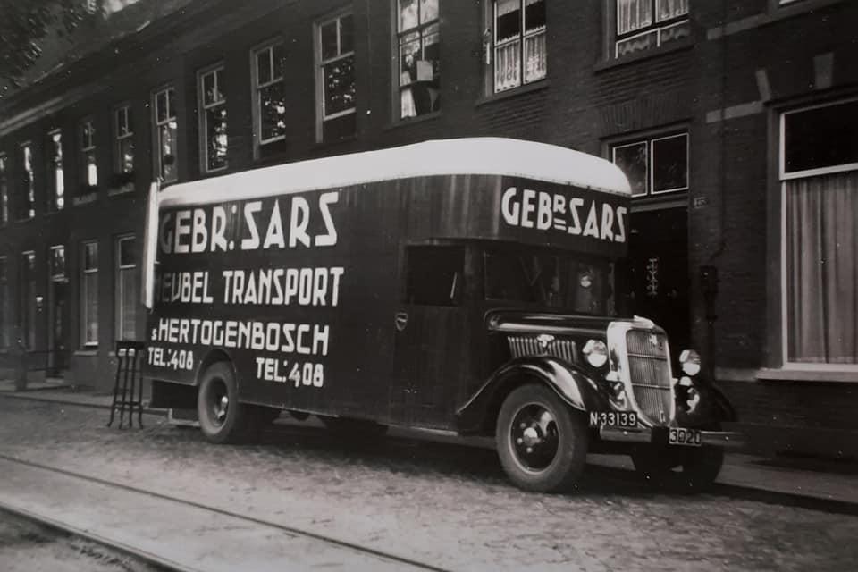 Omgebouwde-trucks-door-de-marschal-hulp-na-1945--(11)