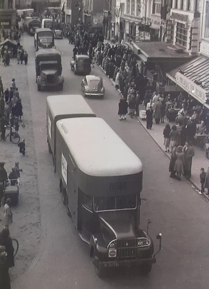 Omgebouwde-trucks-door-de-marschal-hulp-na-1945--(2)