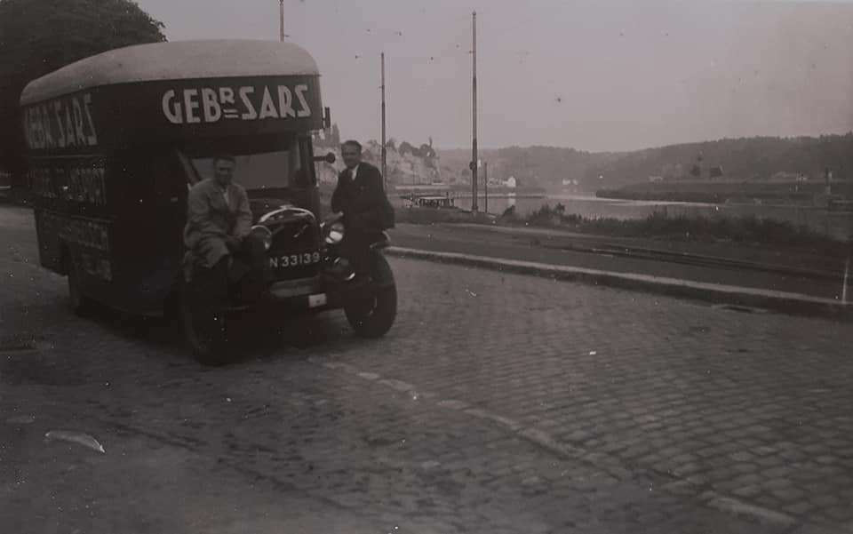 Omgebouwde-trucks-door-de-marschal-hulp-na-1945--(4)