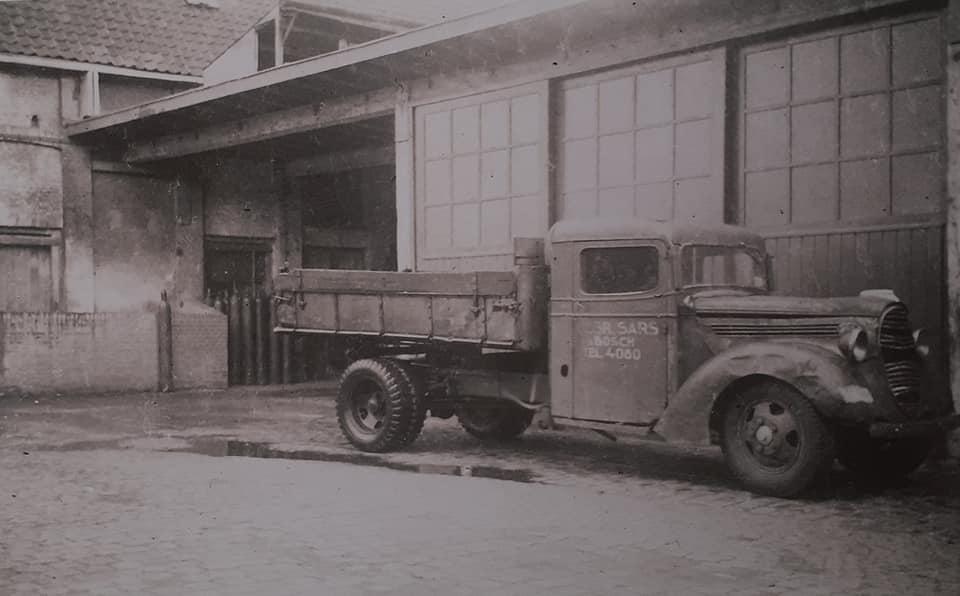 Omgebouwde-trucks-door-de-marschal-hulp-na-1945--(5)
