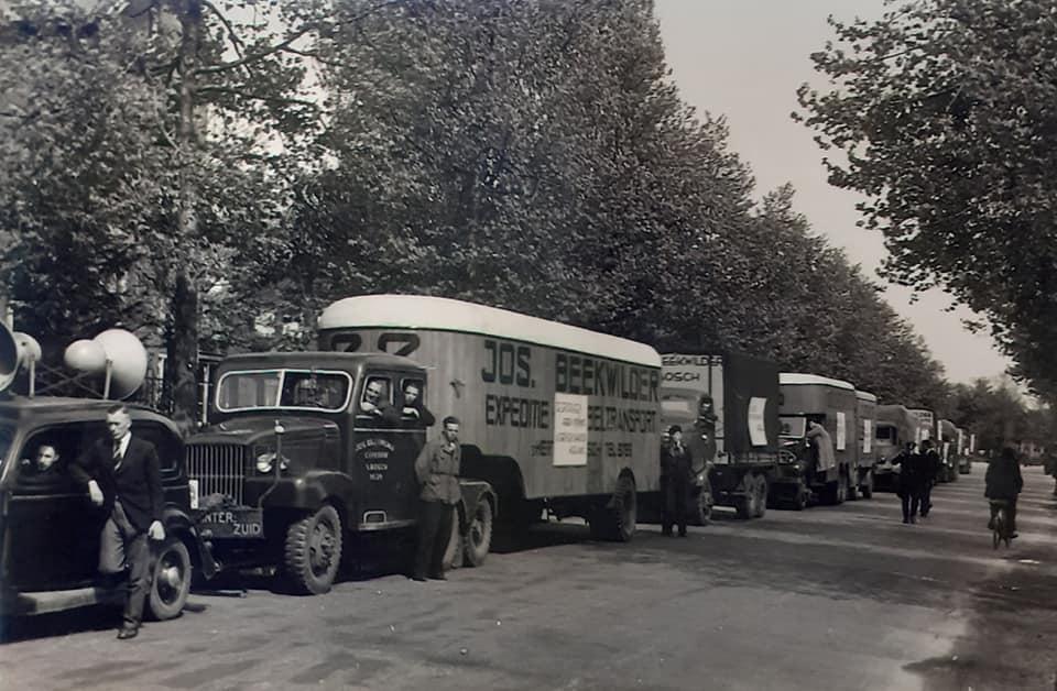 Omgebouwde-trucks-door-de-marschal-hulp-na-1945--(6)