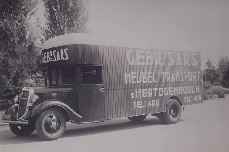 Omgebouwde-trucks-door-de-marschal-hulp-na-1945--(7)