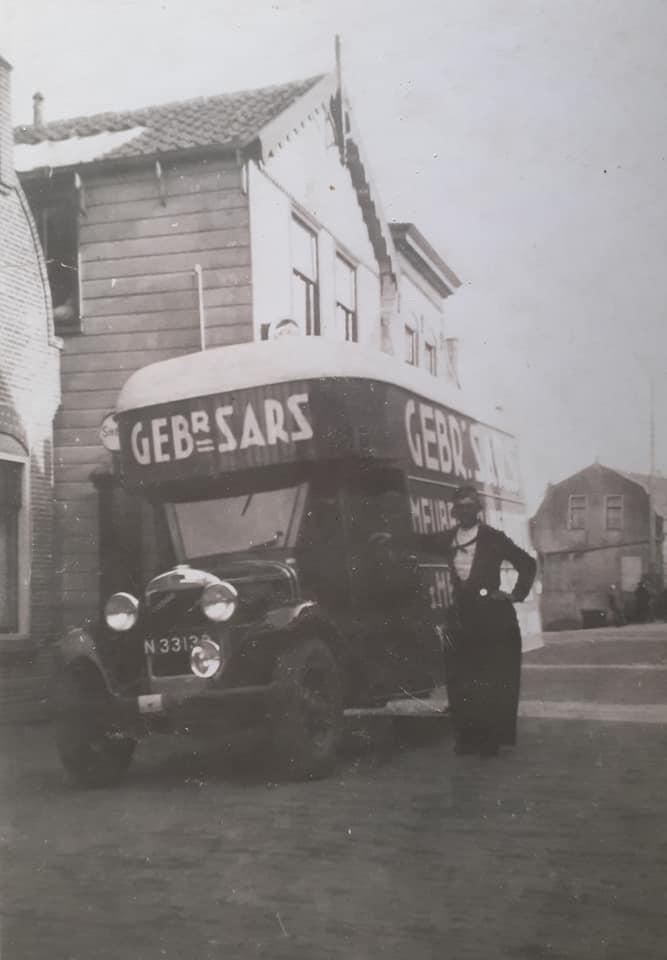 Omgebouwde-trucks-door-de-marschal-hulp-na-1945--(8)