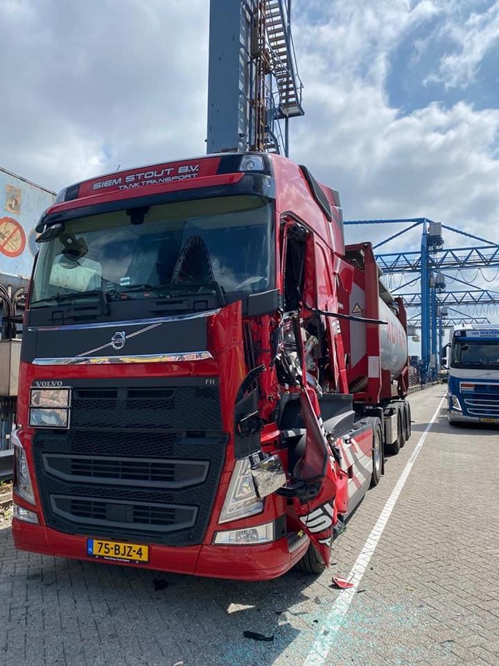 Aangereden-door-terreinwagen-in-de-haven-chauffeur-stond-ervoor-28-7-2021-(1)
