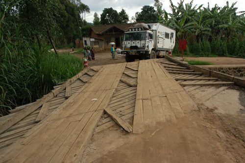 DAF-Camper-in-Rwanda-met-Marten-Kommer