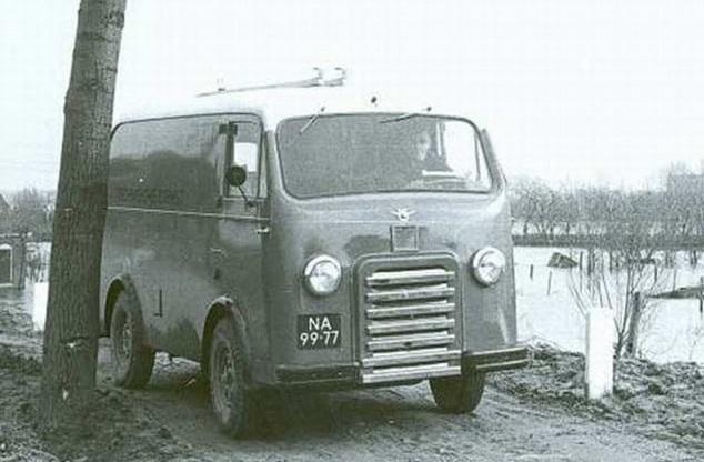 DAF-A10-PTT-152-foto-in-1953-bij-de-waternood-ramp
