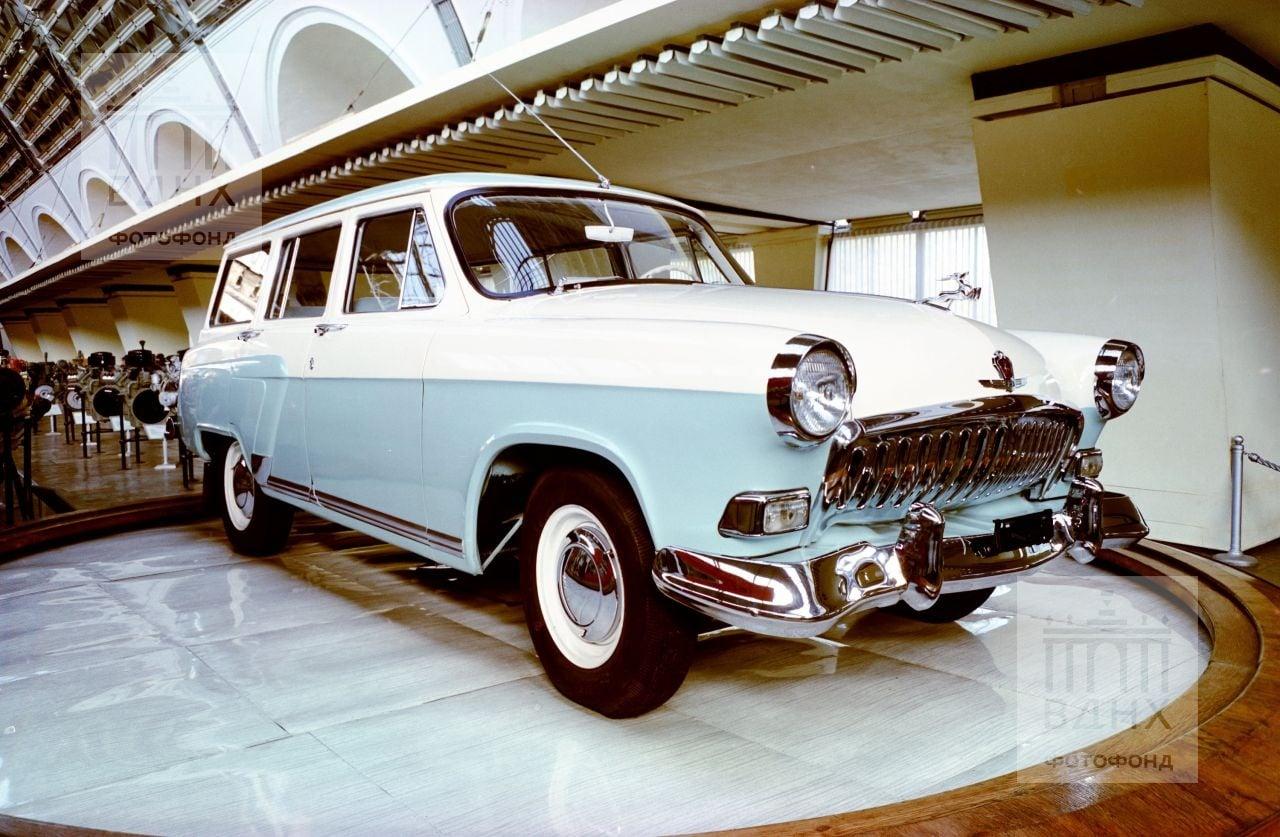 GAZ-22---2-type-Wolga--1961