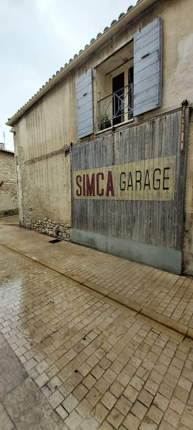 Simca-Dealer---Petite-rue-de-St-Remy-de-Provence