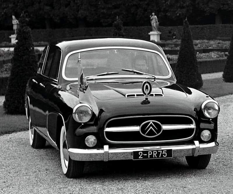 Citroen--Traction-Avant-1956-De-Gaulle-zijn-Voiture-Grande