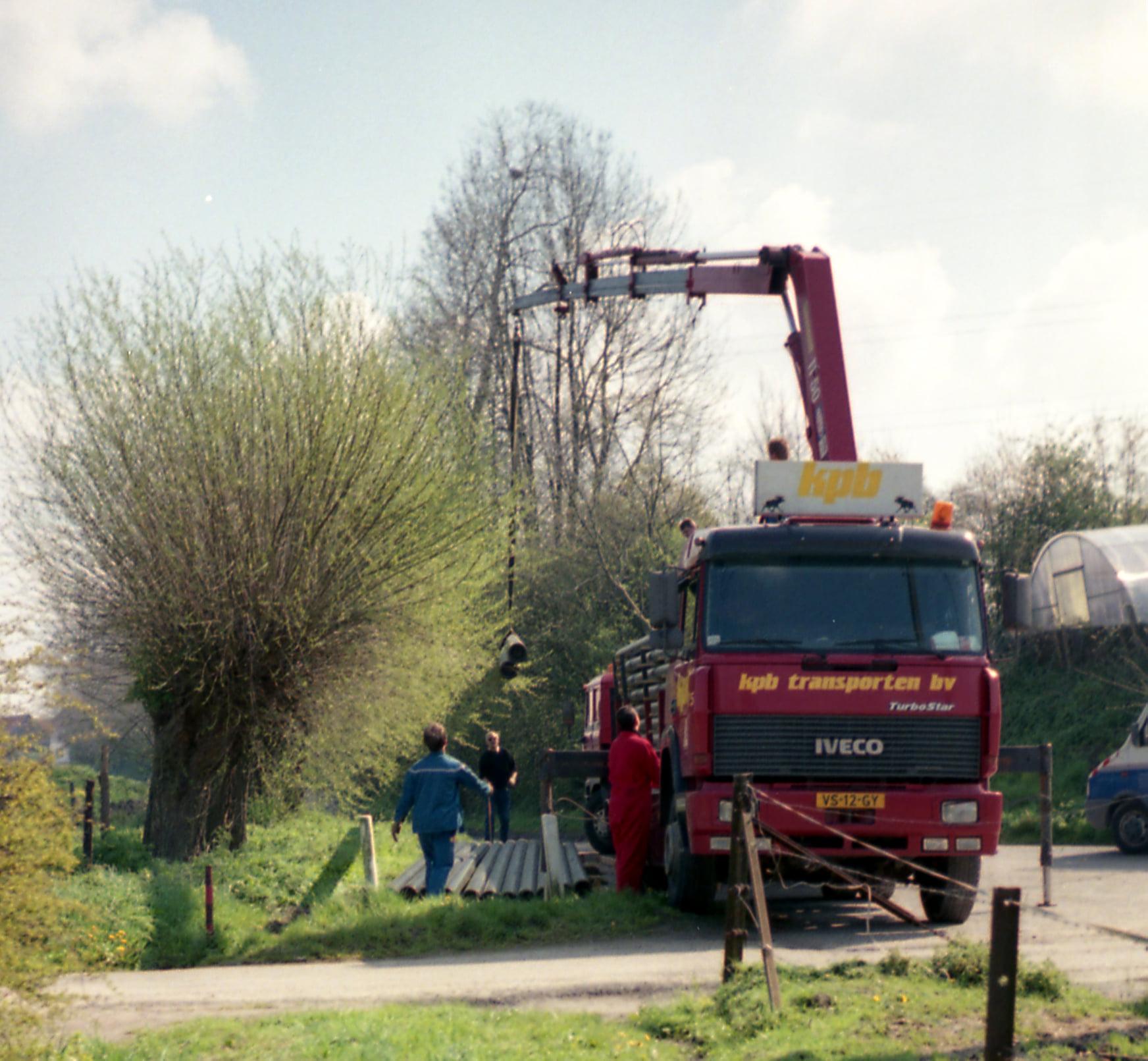 Ger-van-Vlimmeren-1995-gestrande-wagen-overladen-(1)