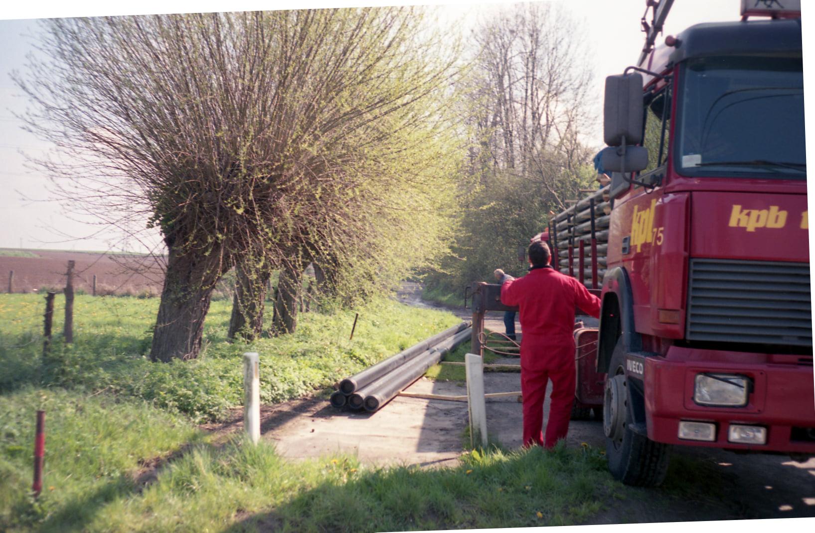 Ger-van-Vlimmeren-1995-gestrande-wagen-overladen-(2)