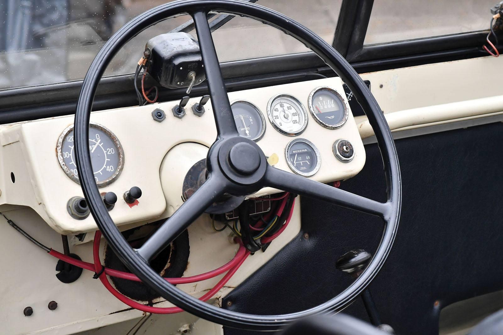 Alfa-Romeo-1900-M--Matta--AR51-1952--(2)