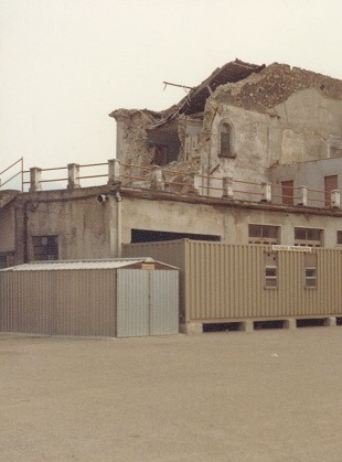 Harry-Claassen---Aardbevingsgebied-Caposele-Paterdomini--veel-noodwoningen-gebracht-door-VIT-vanuit-Rotterdam-(5)