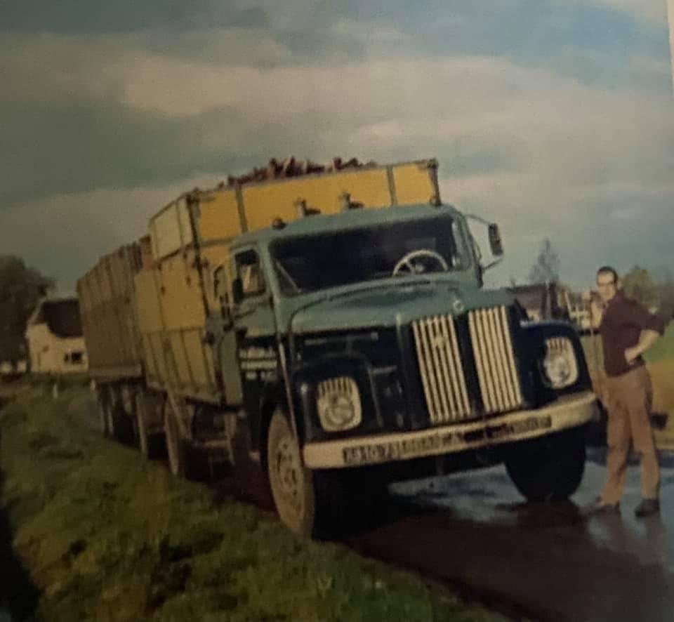 Anton-Muller---Henk-Vincent-in-1968-de-vijftiende-auto-bij-Müller-Holten