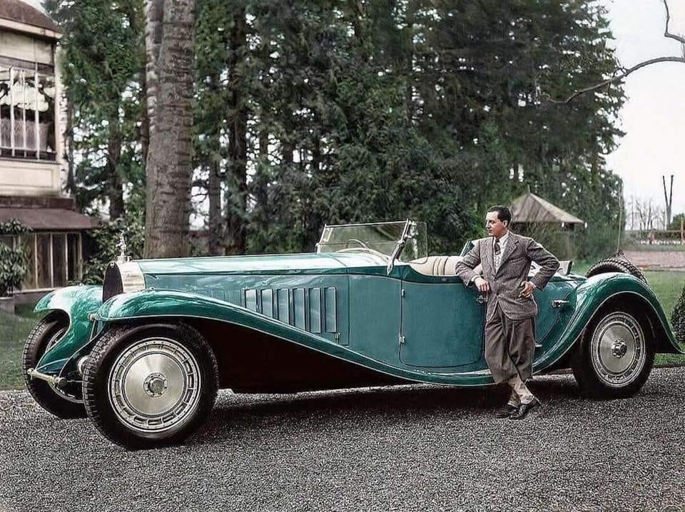 Jean-Bugatti-staat-naast-zijn-Bugatti-Royale--type-41--een-van-de-zeven-gebouwde-1932