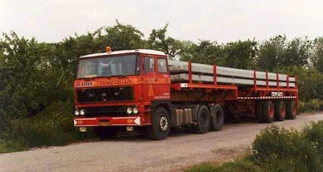 John-van-Bezooijen-vrachtje-heipalen-jaren-Groenewegen-voor-en-achter-uitschuifbaar--80