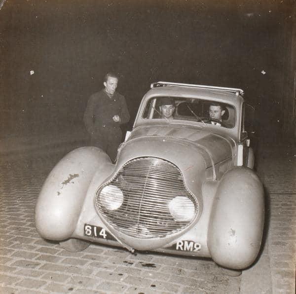 Peugeot-met-voorkant-van-Darl-mat