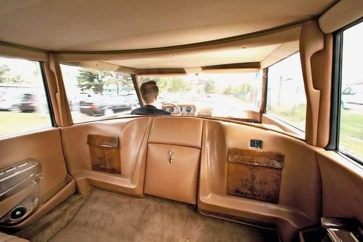 De-Gaulle-zijn-lievelings-Citroen-DS-19-die-hij-kocht-bij-een-dealer-maar-werd-aangepast-(4)
