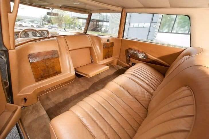 De-Gaulle-zijn-lievelings-Citroen-DS-19-die-hij-kocht-bij-een-dealer-maar-werd-aangepast-(5)