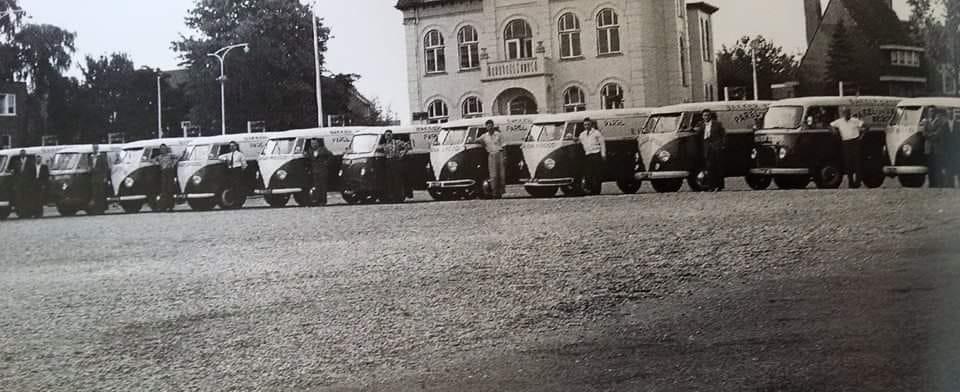 VW-bussen-22-stuks-voor-het-bevooraden--1970