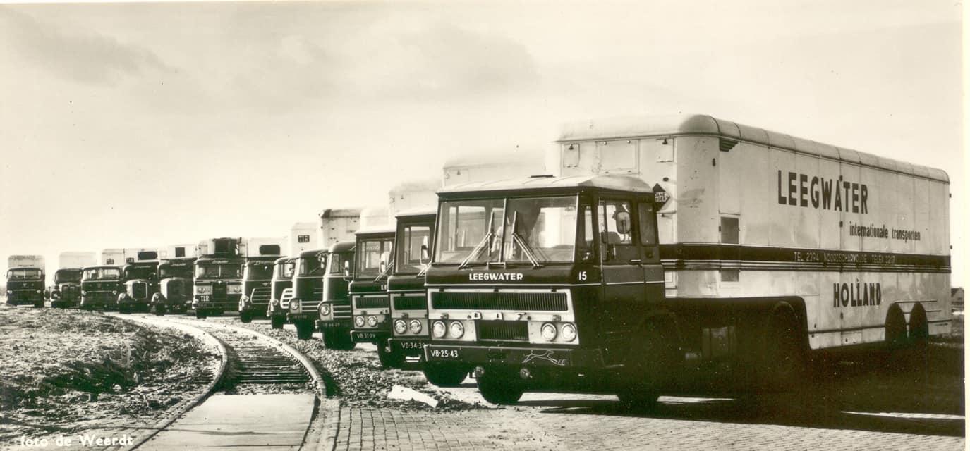 Daf--groep-bij-het-nieuwe-filiaal-in-Zwijndrecht-1962