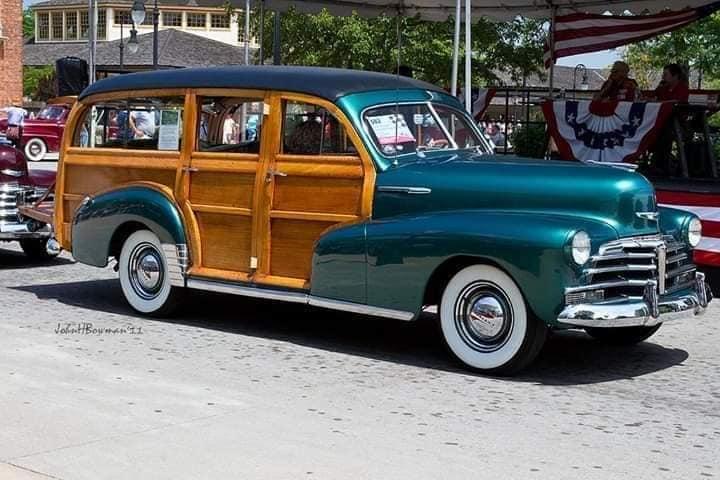 Chevrolet-Woody-Stationcar-1947-voor-en-na--(2)