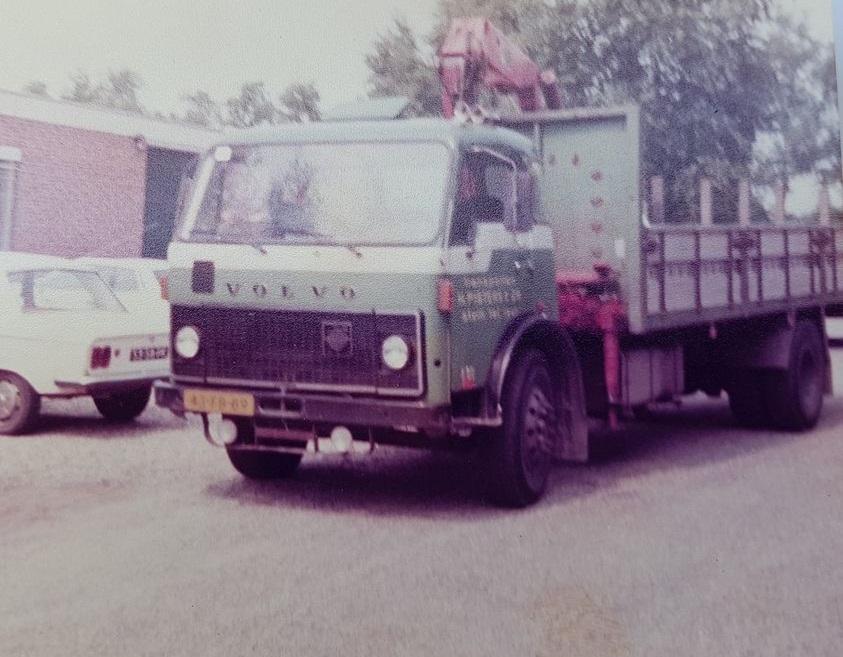Miel-Houden-augustus-1980-masten-uitbrengen