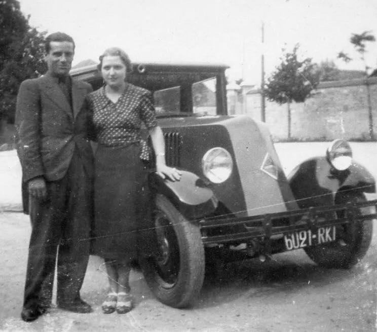 Renault-NN--6-mijn-vader-en-moeder-foto-Paul-Galineau