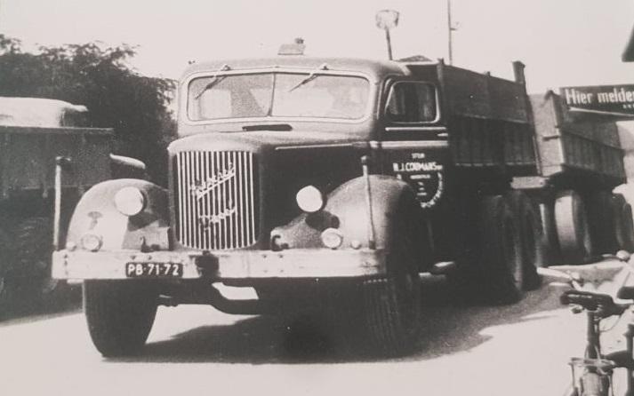 Mack-met-Henschel-motor-chauffeur-Hub-Houben