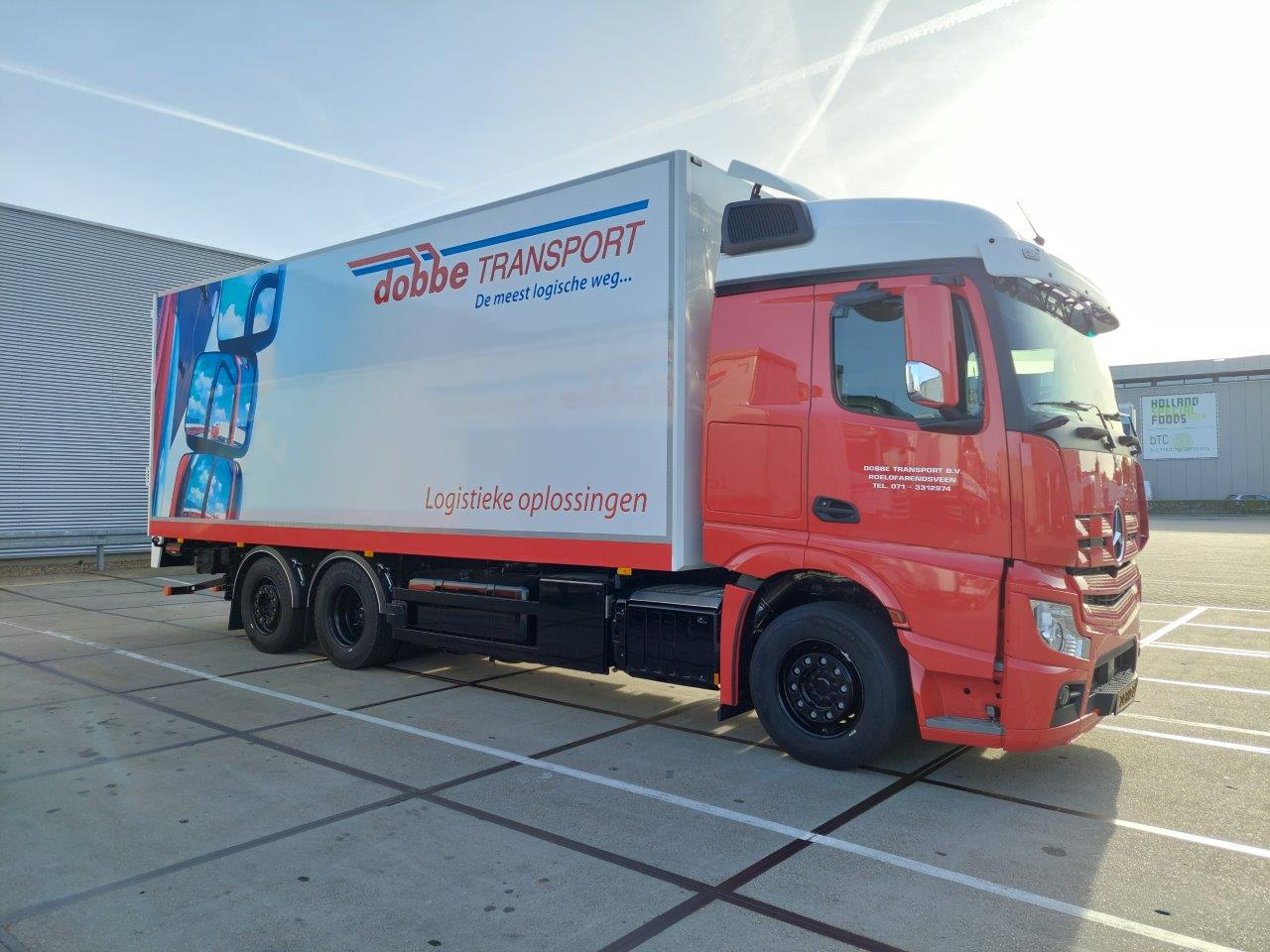 De-eerste-in-Nederland-Actros-F-6X2-met-drie-treden-en-geschikt-voor-alles-te-trekken--21-9-2021-chauffeur-Sander-(1)