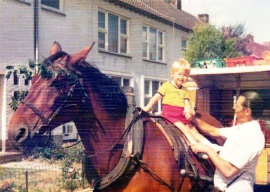 er-waren-altijd-wel-kinderen-die-op-het-paard-wilde-zitten