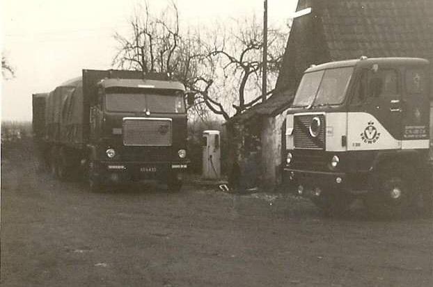Hans-Van-Elteren--2X-Volvo-F88-charter-voor-Vrumona