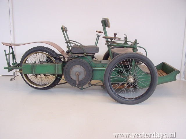 1896--Leon_Bollee_800_cc_tricycle