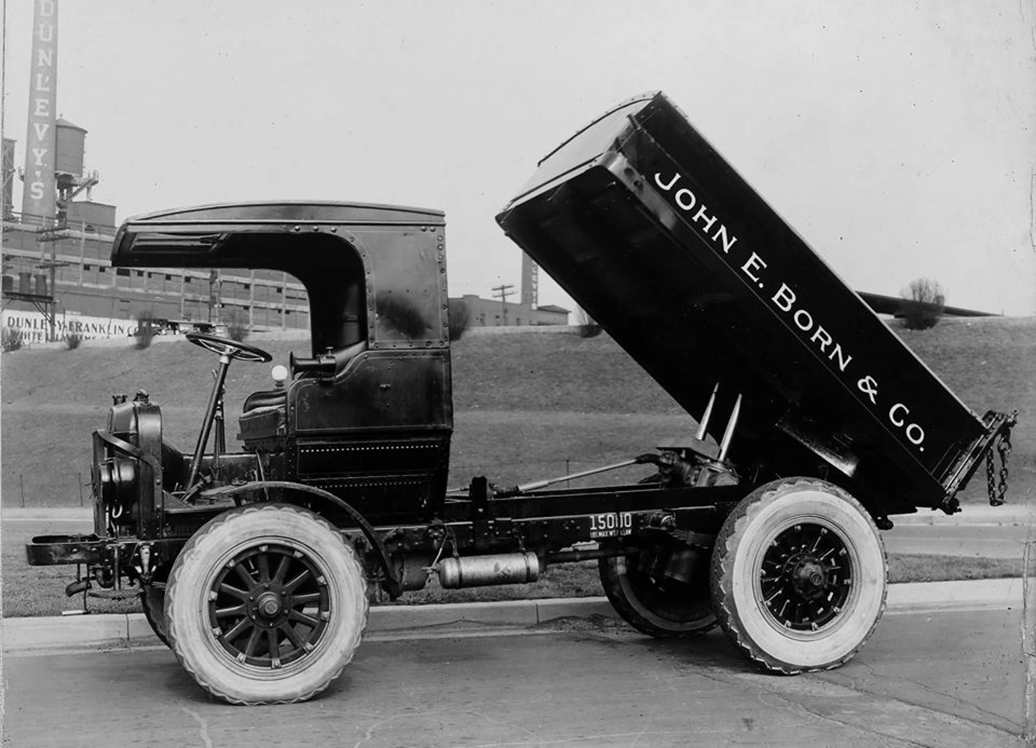 Autocar-Dump-truck-1920