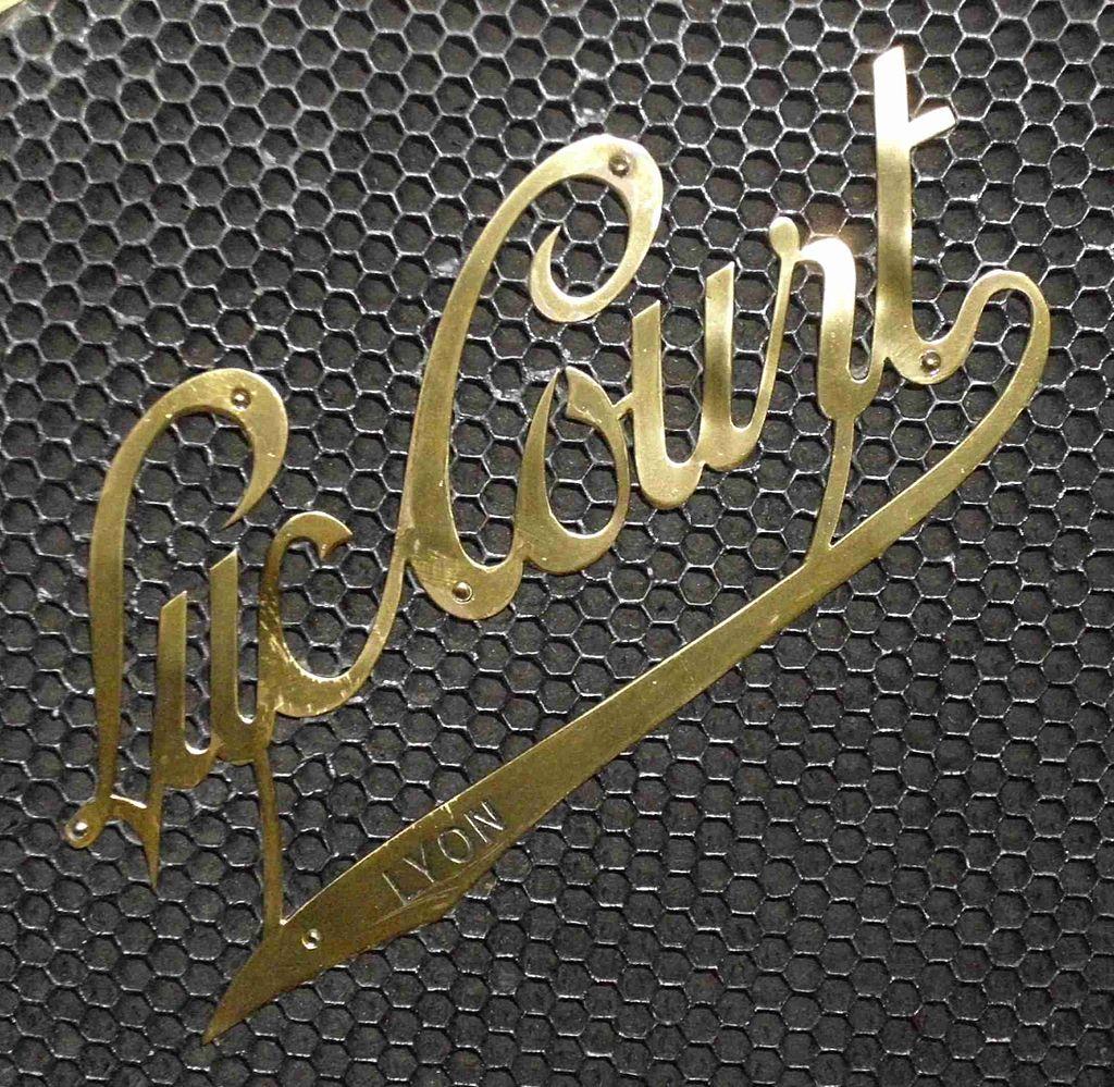 0-Emblem_Luc_Court