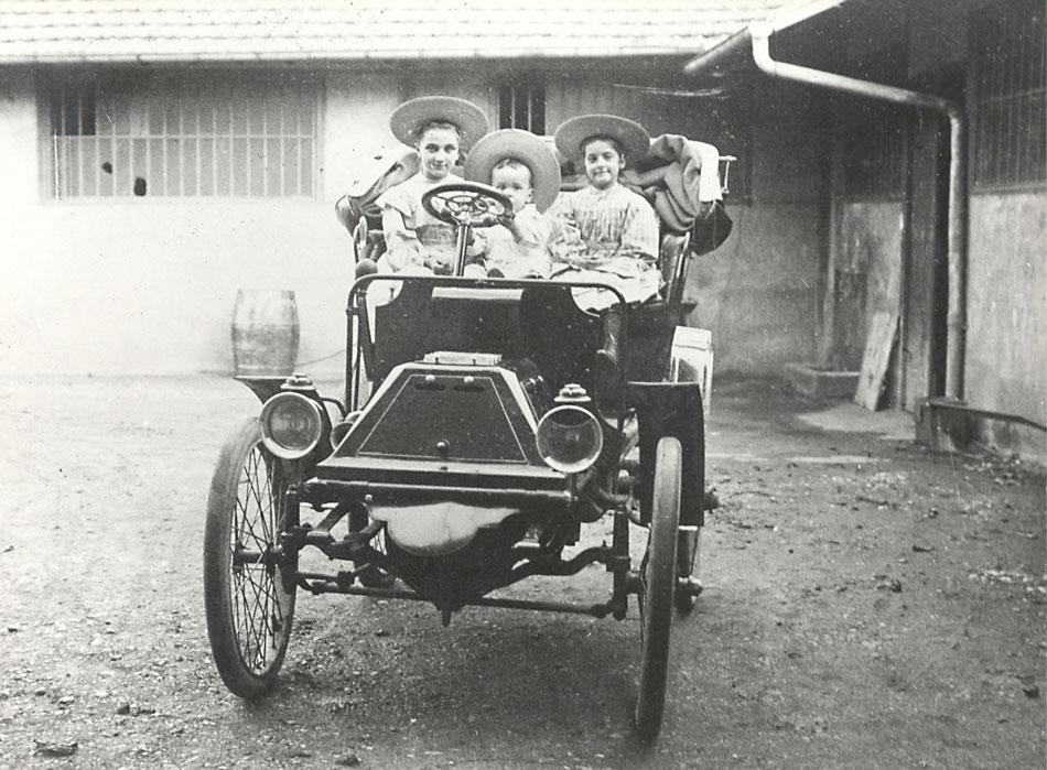 1904-Les-3-enfants-de-Luc-Court