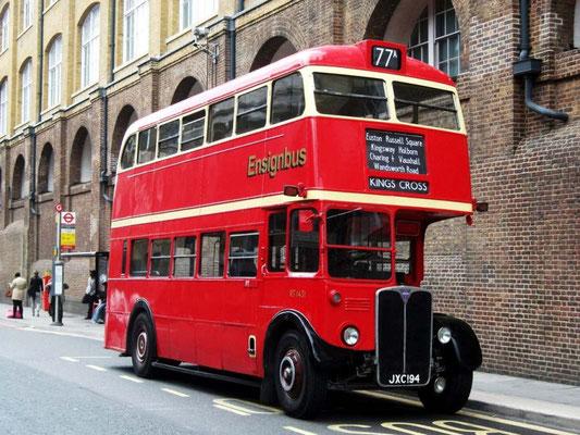 Einsignbus_RT143_carr_Saunders