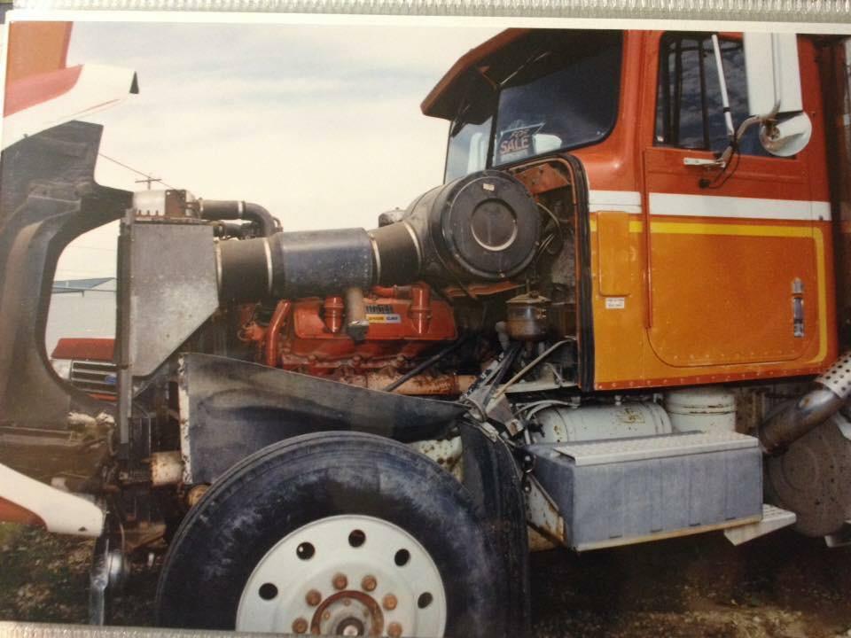 International-4300-motor-carterpilar-3408-1