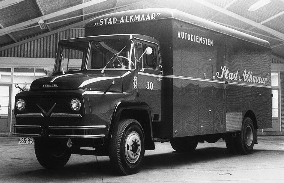 de-eerste-verheul-vrachtwagen-Kromhout-motor-6-Cyll-1958