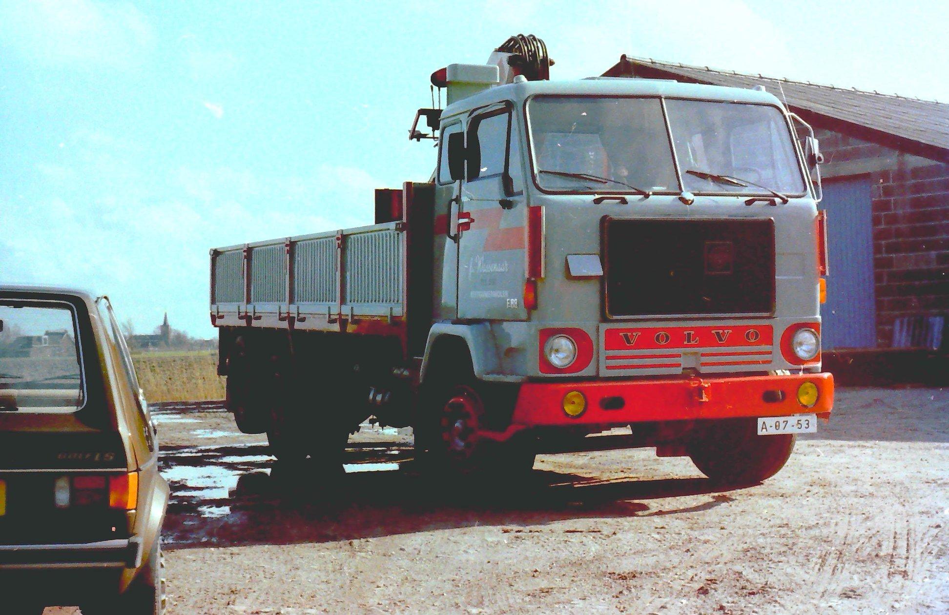 2-vrachtautos-van-Wassenaar-in-Beetgumermolen-gemaakt-voor-de-oude-loods-in-Beetgumermolen--fotos-door-mij-gemaakt-Lolle-2