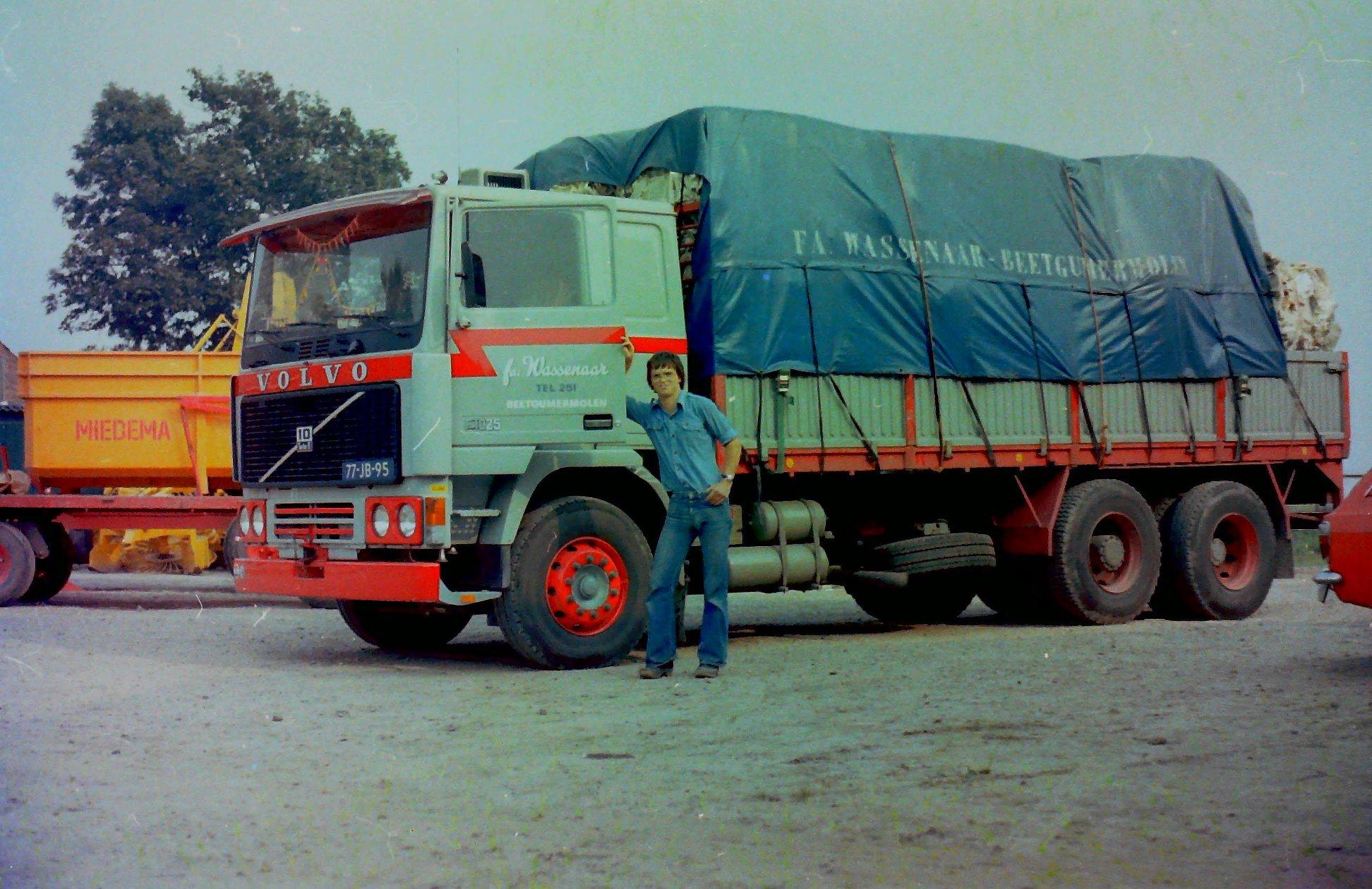 2-vrachtautos-van-Wassenaar-in-Beetgumermolen-gemaakt-voor-de-oude-loods-in-Beetgumermolen--fotos-door-mij-gemaakt-Lolle-4