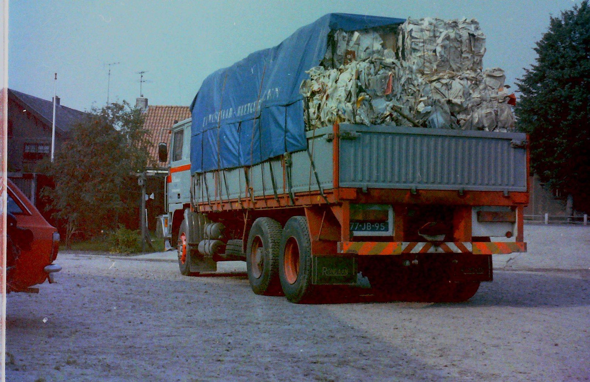 2-vrachtautos-van-Wassenaar-in-Beetgumermolen-gemaakt-voor-de-oude-loods-in-Beetgumermolen--fotos-door-mij-gemaakt-Lolle-6